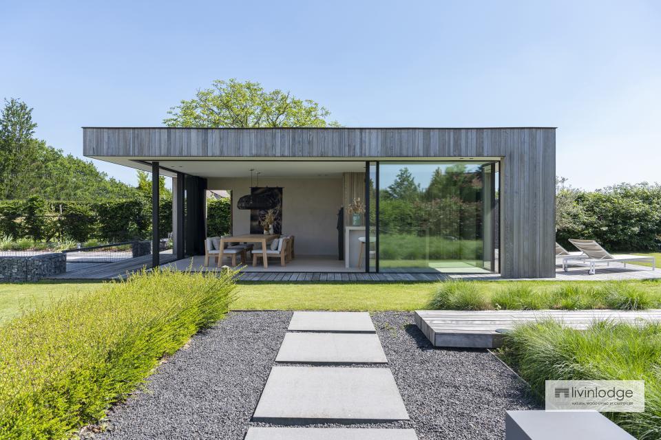Luxe poolhouse met moderne uitstraling